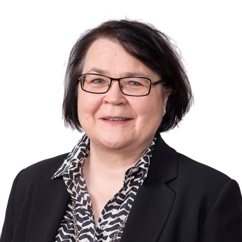 Kuvassa OmaSp:n päälakimies Helena Juutilainen